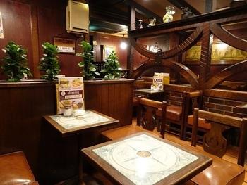 内装も重厚感ある昔ながらの喫茶店の雰囲気が醸し出されています。