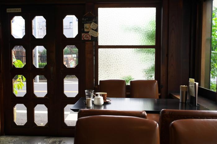 18時以降の夜のカフェタイムも人気で、音楽や映像も流れ、少し大人な雰囲気になります。