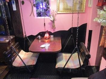 ブランコの席は人気で、運良く座れた人はラッキーです♪