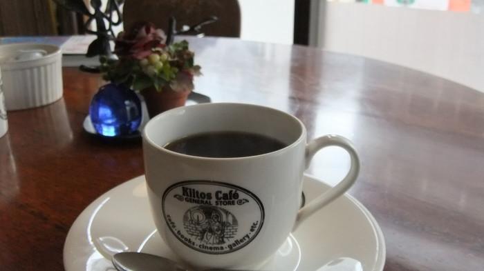 お店のロゴが入った素敵なカップに入ってくるのは、雑味のない飲みやすいコーヒー。