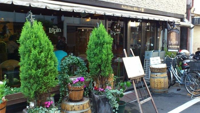 御徒町駅近く、路地にある喫茶店です。ジャズが流れ、本を持ち込みゆっくり時間を過ごしたい落ち着いた雰囲気のお店です。  モーニング:7時〜11時 定休日:日・祝日