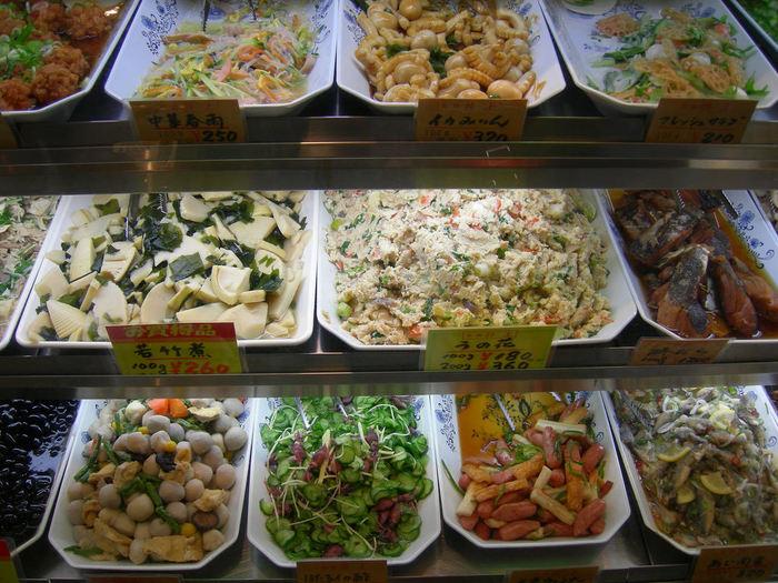 """【「京錦 井上」の旬の野菜をたっぷり使った""""おばんざい""""の数々。春なら断然『若竹煮』。】"""