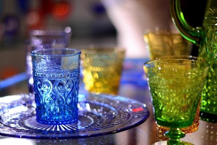 箱根ガラスの森美術館では、主にイタリア・ヴェネツィアで盛んなヴェネツィアン・ガラスを観賞できます。ヴェネツィアン・ガラスは、彩り豊かな装飾が施されているのが特徴。見るだけで魅了される美しさがあります。このヴェネツィアン・ガラスをメインに展示していることに伴い、美術館内はヴェネツィアをイメージしたデザインで設計されているそうですよ。