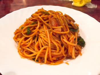 看板メニューは「ナポリタンスパゲッティー」。シンプルながらも濃厚なトマトそのものの風味が味わえます。