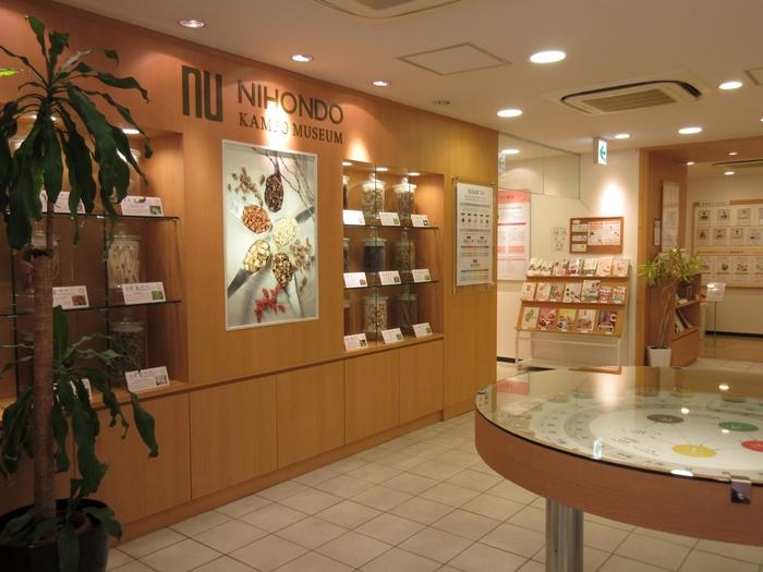 『食材』と『漢方』を組み合わせてつくる薬膳は、漢方の知識を深めてみると良さそう。そこでおすすめなのが、東京・品川にある「日本堂漢方ミュージアム」漢方ライフスタイル提案型複合ショップです。