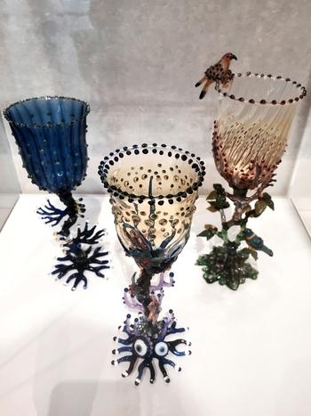 「コレクション展」や「グラス・アート・パサージュ」では、主に富山市が所有している日本人ガラス作家の作品を楽しむことができます。特にコレクション展では作品の定期的な入れ替えがあり、訪れる時期によって異なる作品を見ることができるのが魅力です。