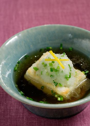 すまし汁仕立ての揚げ出し豆腐・・・ならぬ揚げ出し餅のお雑煮です。あっさりしているけれど、ボリュームはしっかり満点◎