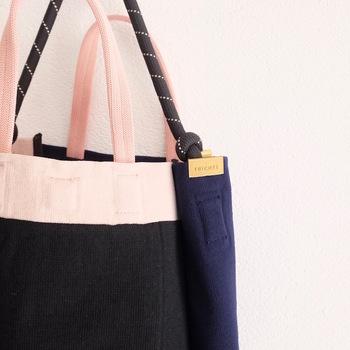 トートバッグとショルダーバッグの2WAYで使えます。細かなところにも可愛らしさが光りますね。