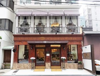 大阪の北浜駅から徒歩5分ほどのところにある「カカオティエゴカン高麗橋本店」は、大阪で人気のパティスリー五感が手がけたチョコレート専門店です。ガナッシュをチョコレートサブレで挟んだカカオサンドや、ボンボンショコラが人気のお店です。