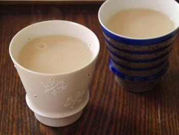 栄養豊富な人気ドリンクの甘酒には、酒粕を使って作るものと米麹から作るものの2種類があります。酒粕から作ったものはアルコールが含まれていて、お酒のいい香りがします。米麹から作られたものはノンアルコールで砂糖不使用なのでお子様やダイエット中の人にもおすすめです。