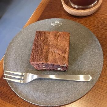 『クリームスコーン』『コーヒーケーク』などのスイーツは千葉・佐倉の焼菓子専門店「thepastryroom(ペイストリールーム)』からの取り寄せ。