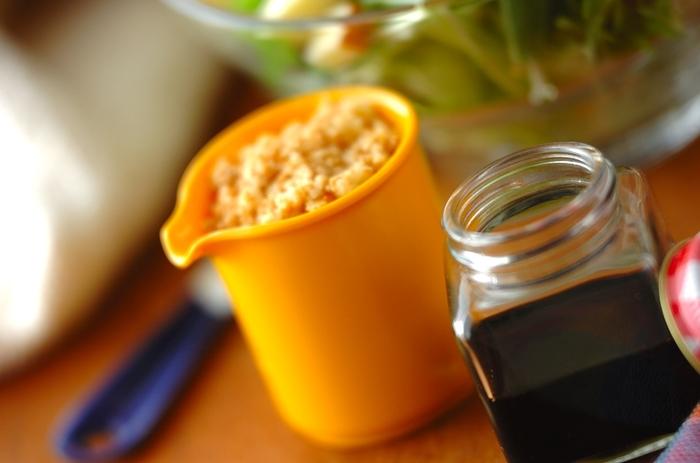 燻製の粉チーズはパスタの仕上げやサラダのトッピングにぴったり。燻製の醤油は肉料理の仕上げに使うと味が豊かになります。作りたてよりも、1日〜数日置いたほうが香りが落ち着き、おいしくいただけますよ。