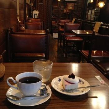 休日や仕事の帰りに、中央線に乗ってふらりとお散歩に出かけてみませんか?疲れたらレトロ喫茶でほっと一息。流れるやさしい時間に、日頃の忙しさから解放されて、癒されること間違いなしです。