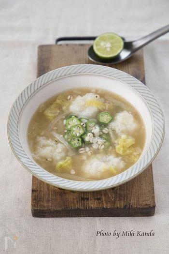 食欲があまりない風邪や疲労困憊の時にオススメなスープ仕立てのリゾットです。山芋、ハトムギ、そしてこちらも滋養強壮にオススメなオクラも入っています。お腹の調子を整えながら巡りも良くしてくれる一杯です。
