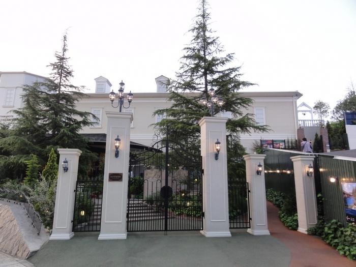 道後ぎやまんガラス美術館は、温泉地として有名な愛媛県松山市道後にある美術館。国の重要文化財に認定されている道後温泉本館から、徒歩3分程のところにあります。