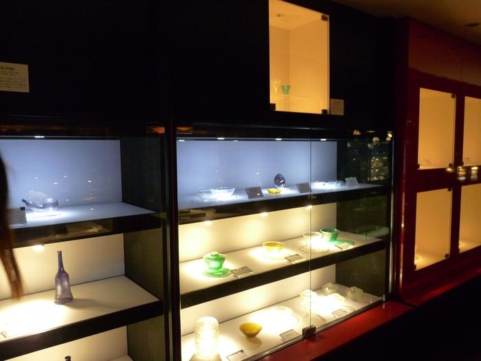 こちらには、明治や大正時代に作られた日本のガラス作品が約300点展示されています。日本の歴史ある貴重なガラス作品をみることができる美術館の一つです。