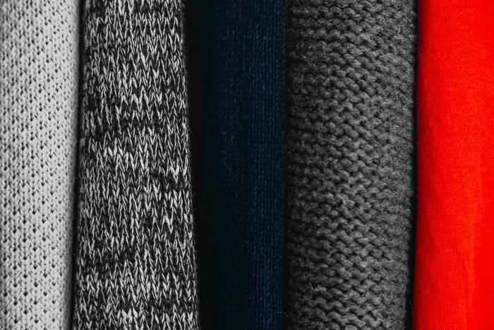 寒い季節には定番のニットのアイテム。何着もほしくなってしまいますが、せっかくならずっと着られる、伝統的なウールのものを手に入れてみたいものですよね。