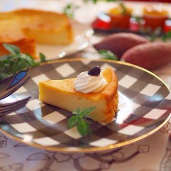 さつまいもの優しい甘さと香りが際立つ、さつまいものチーズケーキ。仕上げにホイップクリームと黒豆でデコレーション。季節の味をお楽しみください♪
