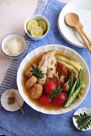 おでんレシピ番外編。見た目も涼し気な、夏に食べたい冷やしおでんのレシピです。トマトやオクラ、茄子といった夏野菜を使い、大根おろしやすだち、柚子胡椒でさっぱりと頂きます。