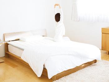 こちらは今使っているマットレスに重ねて使うマットレスパッド。体圧を分散し、寝返りをサポートし、寝姿勢を安定させてくれます。洗えるので清潔に使い続けられるのも嬉しいポイント。