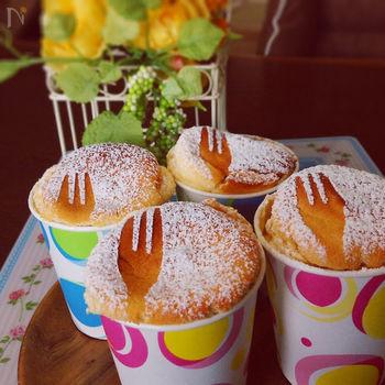 クリームチーズ&生クリーム不使用のヘルシーなスフレチーズケーキは、水切りヨーグルトを使ってカロリー控えめに。ふわふわ食感をお楽しみ下さい!