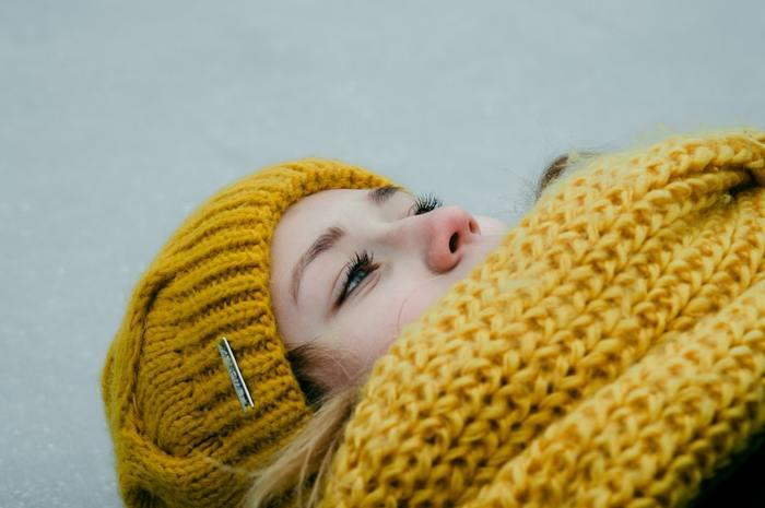 冬によく起こりがちなちょっとしただるさは、「冬バテ」「プチ不調」とも呼ばれており、毎年寒くなる時期には多くの女性が経験している現象のようです。