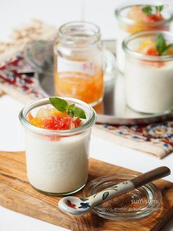 台湾では「地瓜粉」というさつまいものデンプンを使って固めますが、粉寒天でも美味しく代用できますよ。ぜひ季節のフルーツを添えて、彩りもきれいなデザート作りを楽しんでみてください♪