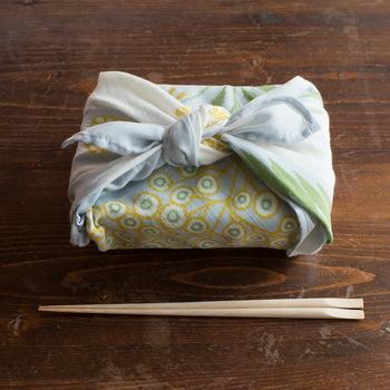十布の布たちで暮らしをやさしくつつんだら、ほっこりと気持ちまで温かくなりそうです。あなたならどんなものをつつんでみたいですか?十布の「つつむ展」で素敵な一期一会を見つけてみてくださいね♪