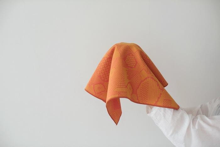 十布と書いて、テンプと読みます。十布は、広告や絵本、装画などさまざまなアートワークを手がけるイラストレーターの福田利之さんが立ち上げた布プロダクトを発信していくブランドです。