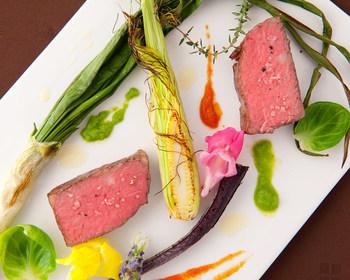 """""""食材は丸ごと食べる""""という薬膳の考え方も取り入れてあり、お魚の皮やとうもろこしのヒゲまでおいしくいただけるように調理するなど、細部にまでこだわっているんですよ。"""