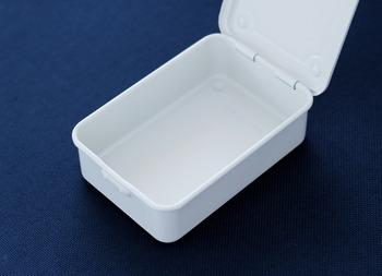真っ白ですが若干乳白色。そしてマットな感じに仕上がっています。開けてもきちんと中まで真っ白です。