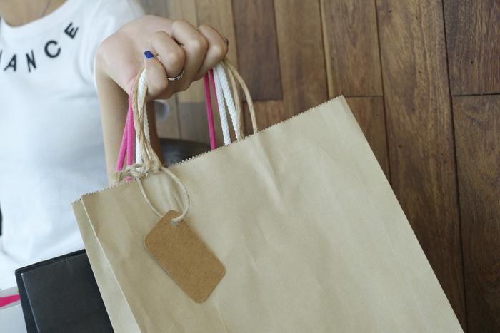 パーティーの参加者には「Goody Bag」という名のお土産を渡すのがアメリカ流のおもてなし。小さなバッグにお菓子や文房具、ミニカー、髪飾りなどのおもちゃを入れます。手作りのお菓子よりも、既製品の封されたお菓子が喜ばれるのだそう。