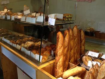 朝早くからオープンしているパン屋さんなら、通勤前に立ち寄ることもできます。 ランチ用に購入してもいいですね。