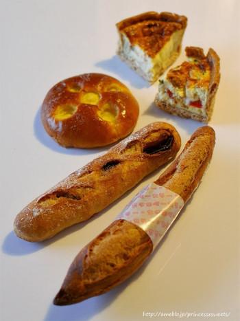 朝早い時間からオープンしているパン屋さんって結構あるんですね。 こんな素敵なお店のパンを食べれば、1日元気に過ごせそうです。 もちろん、お昼や夕飯用に購入しても◎ 食事が楽しみになりますね。
