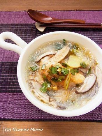 鶏の出汁が効いた体に染み渡るレシピです。このニラだれを常備しておけば、お豆腐にかけたり、市販のスープなどにもかけたり、忙しくても意識してニラを摂取することができますよ。