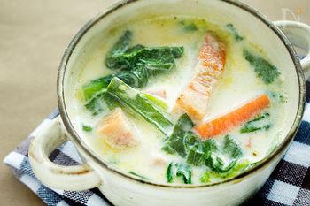 ミルクと小松菜の心と体を落ち着かせてくれる優しいメニュー。最初にオリーブオイルで炒めているのでビタミンの吸収率もアップする、女性にとって嬉しいレシピです。