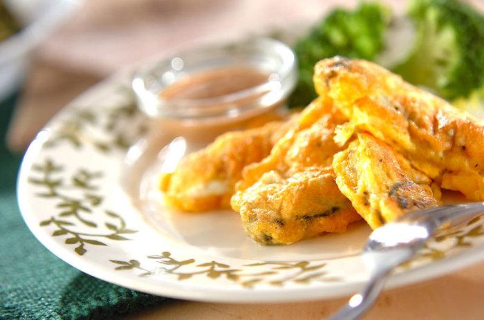 解毒作用もある牡蠣を卵で包んで焼いた牡蠣のピカタレシピ。フライにしていないので簡単に作れ、卵の効能と牡蠣の効能で巡りを整えてくれます。
