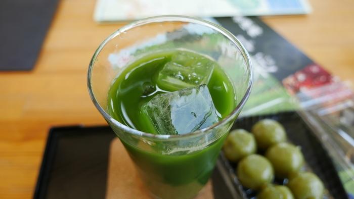 和束茶カフェでは、茶農家の自農園で栽培・加工されたお茶をいただくことができます。