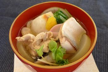 もうひとつ、広島のお雑煮として有名なのが、ブリのお雑煮です。出世魚であるブリを入れたお雑煮も幸せを願うお雑煮ですね。ご家庭によっては、牡蠣とブリと両方入れることもあるそうです。