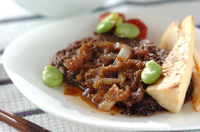 ひき肉をステーキにしてしまうアイデアレシピ。ひき肉でも牛の旨味が口いっぱいに広がるので、まさにステーキ!の一品です。お財布にも優しくて簡単なのも嬉しいですね♪