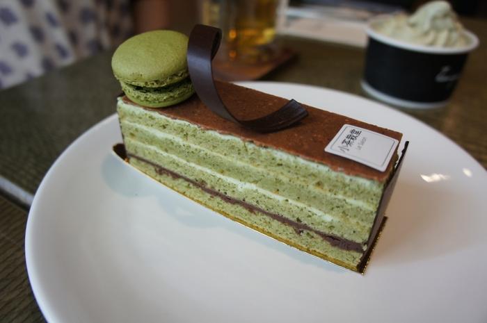 そのほか、ケーキも美味しいと評判です。こちらの抹茶のケーキのほか、烏龍茶を使ったミルフィーユなど、お茶の風味を活かしたメニューがあります。街歩きに疲れたら、台湾茶と素朴な甘さに癒されるスイーツでひと休みするのも至福の時間ですよ♪