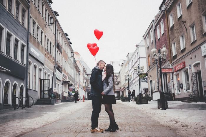 映画で見る外国人カップルって、いつもロマンチックであんな恋愛してみたいなぁ♪と思ったことがある人は少なくないはず。国際カップルに憧れている人や、彼との関係がマンネリ化してちょっとスパイスが欲しいなと思っている方に、海外の恋愛事情をご紹介します。