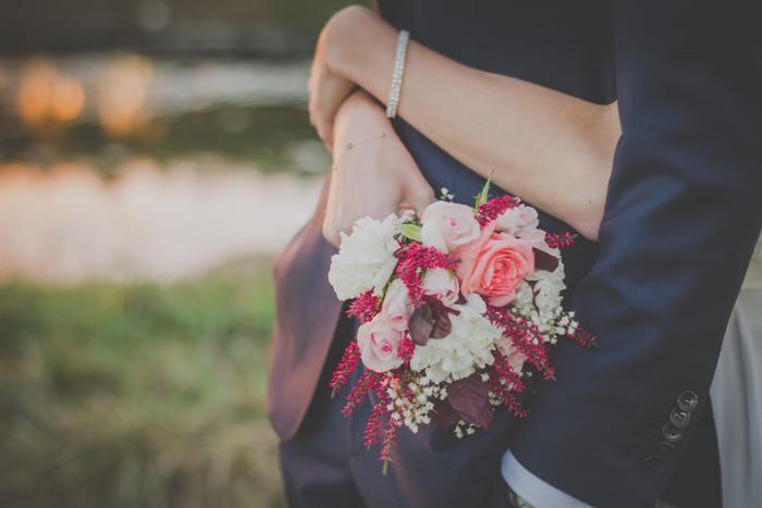 仕事帰りに花屋に立ち寄る男性の姿をよく見かけ、週末は美しい花を飾って一緒に過ごすそうです。花束を忘れた日は、彼女が不機嫌になってしまって大変なんだとか!
