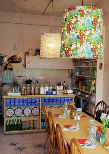 """外苑前駅から歩いて5分、外苑西通り(キラーストリート)沿いのカフェ。 朝7時半から夜8時まで、""""世界の朝食""""がいただけます。固定メニューの『イングリッシュブレックファスト』『ミューズリ』の他は、2か月ごとに1つの国をテーマに、朝食を提供しています。オープン以降、紹介してきたのは、インド・スペイン・フィンランド・アメリカ・クロアチア・フランス・ブラジル…まだまだたくさん♪"""