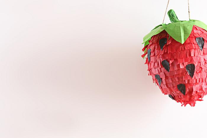 こんなに可愛いイチゴ型のピニャータも。かたちは自由です。