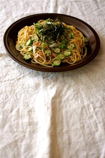 オクラも下湯でしたまま、使いきれないことありますよね。オクラとツナ缶を合わせた簡単パスタ!手早くご飯を作りたいときにおすすめです。