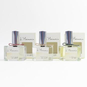 フレグランス先進国のフランス。中でも香りの都や、香水の都と言われているグラースの調香師が丹念に調香したオードトワレ。いつでも好みの香りをまといたい方だけでなく、BOX入りなので、ギフトにも喜ばれそう。