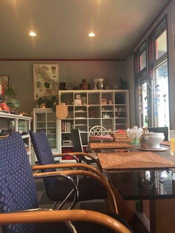 もともとは葉山にあるのイタリア食材店「タント テンポ」の隣で営業していましたが、縁あって横須賀に移転。アットホームな雰囲気の店内は、都会の喧騒から離れたリラックスタイムが過ごせます。