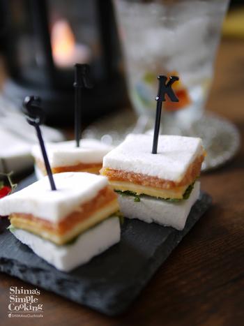 パンではなくはんぺんを使った一口サイズのおつまみ。中に大葉・スライスチーズ・明太子を挟んでピックをさすだけの簡単料理です。お友達と一緒に作っても楽しいですね。