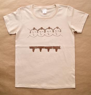 ユーモアのある可愛い関取のTシャツ。背面のうなじの下あたりには「YORIKIRI」(寄切)が印刷されたこだわりよう。オリジナルの面白Tシャツもシルクスクリーンなら気軽に作成可能です。
